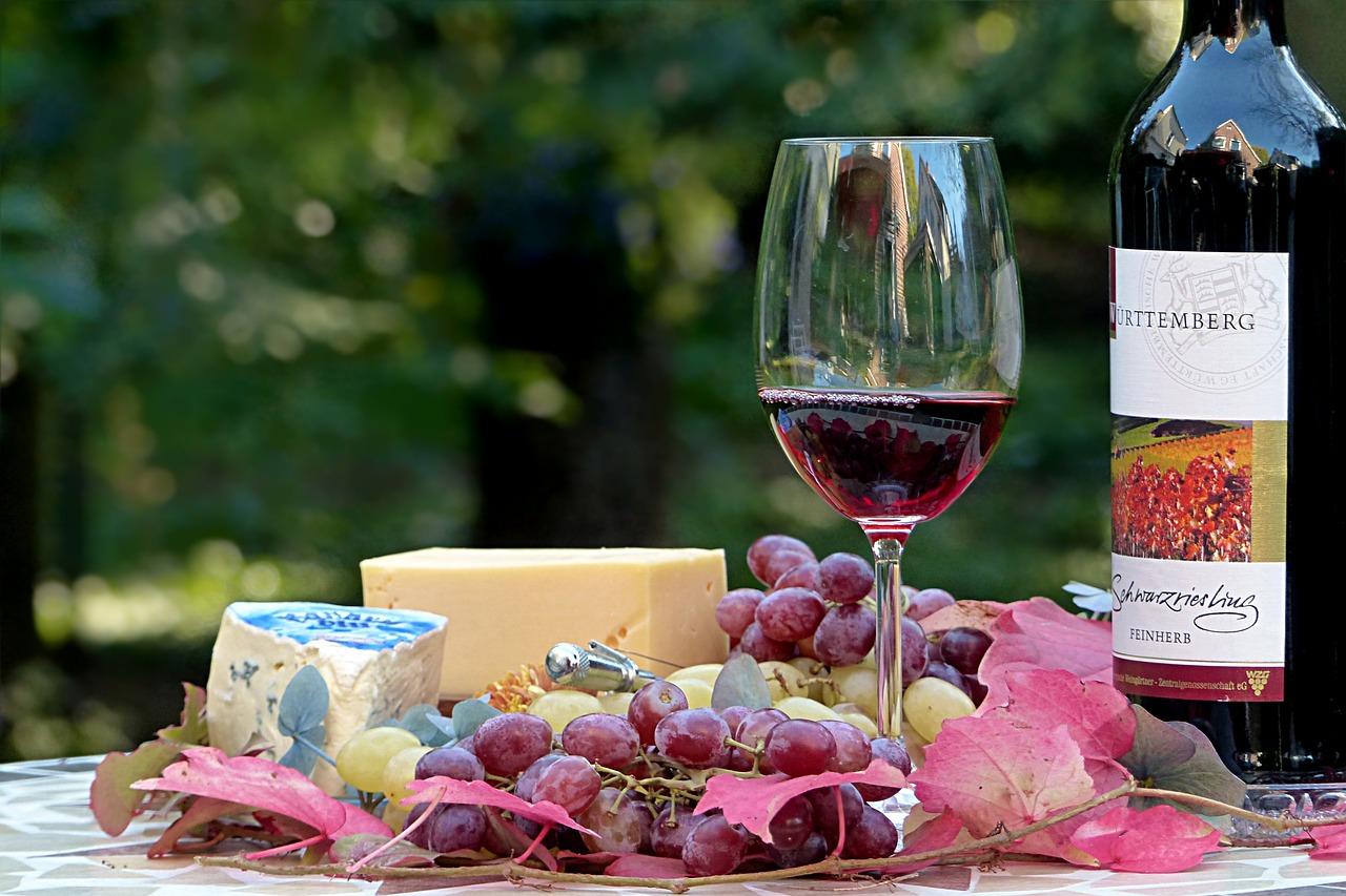 Une étude qui démontre que les résidus de pesticides sur les aliments sont équivalents à boire un verre de vin tous les 7 ans. Mais il y aura toujours les biobobo qui font hurler comme des vierges effarouchées quand on prononce le mot pesticide. Bande de cons.
